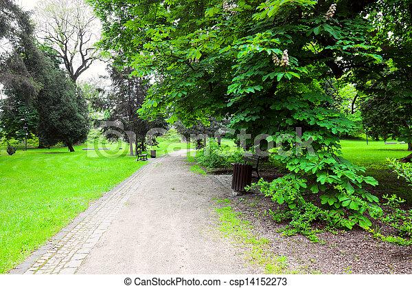 Un parque pacífico en la ciudad - csp14152273
