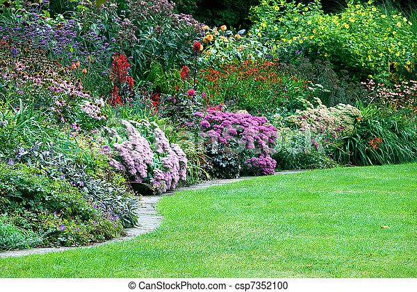 Jardines en el parque - csp7352100