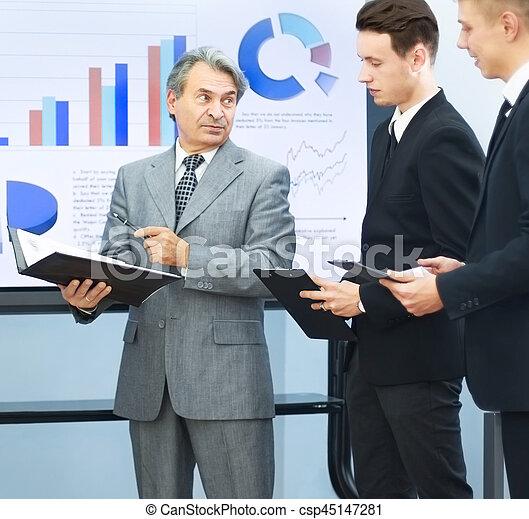 partenaires, mener commercial, réussi, présentations, homme - csp45147281