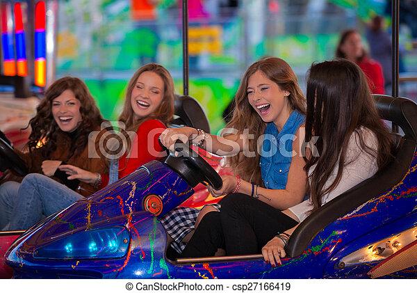 Un grupo de adolescentes - csp27166419