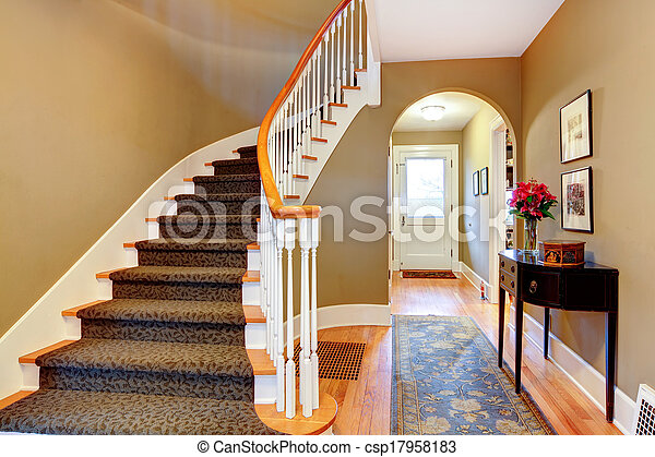 Un pasillo brillante con escaleras de madera y arco - csp17958183
