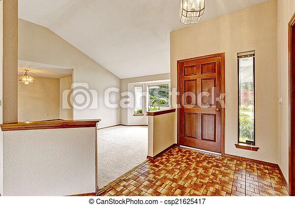 Interior vacío. Pasillo de entrada con linóleo marrón - csp21625417