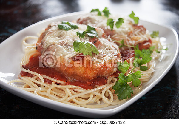 Pollo parmesano con pasta de espagueti - csp50027432