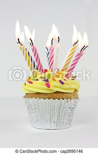 Pastel de cumpleaños - csp2695146