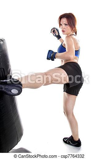 Mujer kickboxer - csp7764332