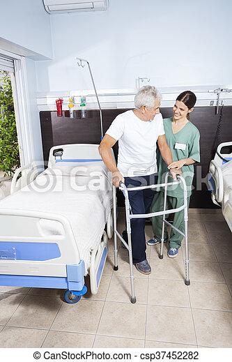 patiënt, huisbewaarder, het kijken, walker, gebruik, senior - csp37452282