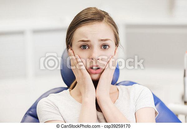 patient, dentaire, clinique, terrifié, girl, effrayé - csp39259170