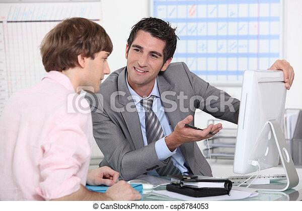 patrząc, koledzy, komputer - csp8784053