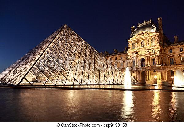 pavillon, 2010, 金字塔, 重量, louvre, 巴黎, january, 1:, -, 180, 巴黎, 大約, 晚上, france., —, tons., rishelieu, 1, 看法 - csp9138158