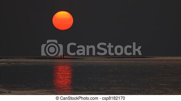 pays, soleil levant - csp8182170