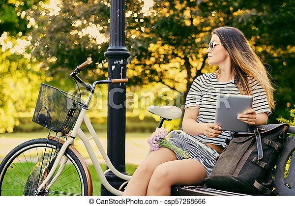 pc, park., femme, tablette, utilisation - csp57268666
