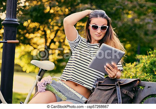 pc, park., femme, tablette, utilisation - csp57268667