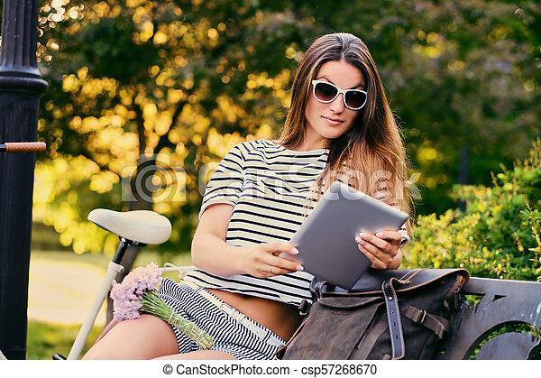 pc, park., femme, tablette, utilisation - csp57268670