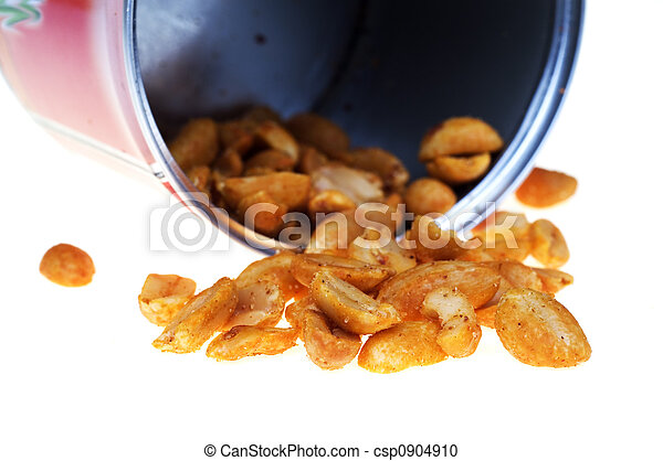 Peanuts in can - csp0904910