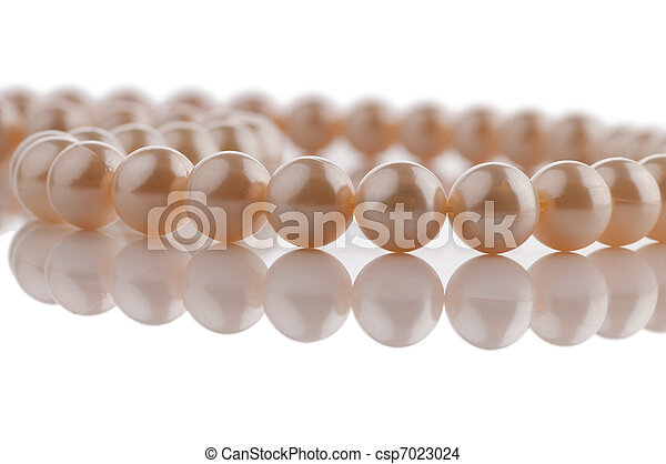 Pearl necklace in fashion and beauty concept - csp7023024