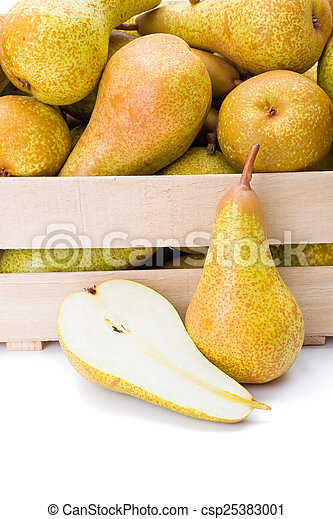 Pears in wooden crate - csp25383001