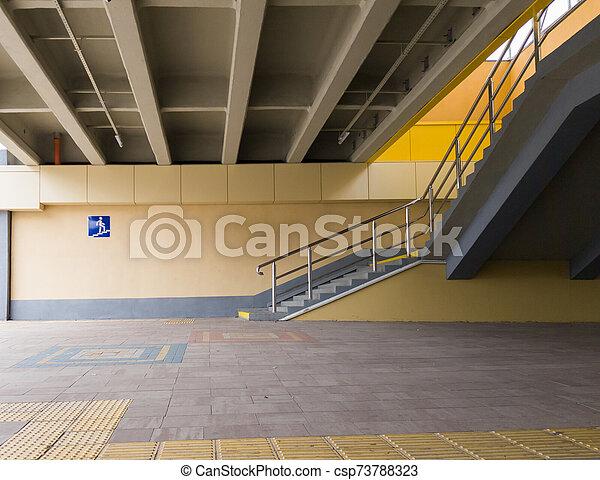 peatón, kiev, amarillo, entrada, crossing., 2019:, passage., azul, transición, cuadrado, 26, septiembre, ucrania, muestra de la ciudad, metro, vacío, cruce, - - csp73788323