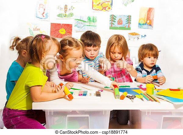 peinture, gosses, groupe, heureux - csp18891774