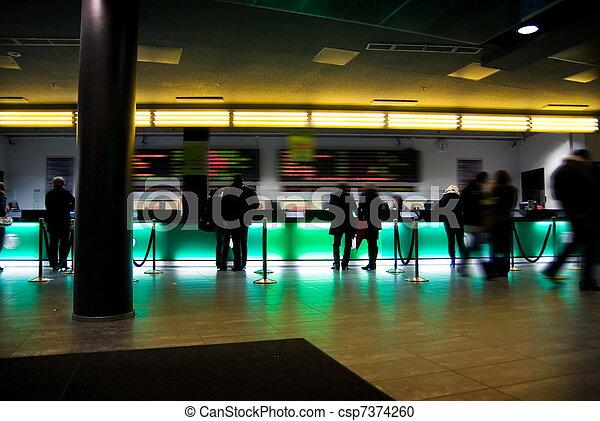 Sala pública llena de gente en el cine - csp7374260