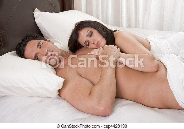 pelado, jovem, cama, erótico, par, sensual, amando - csp4428130