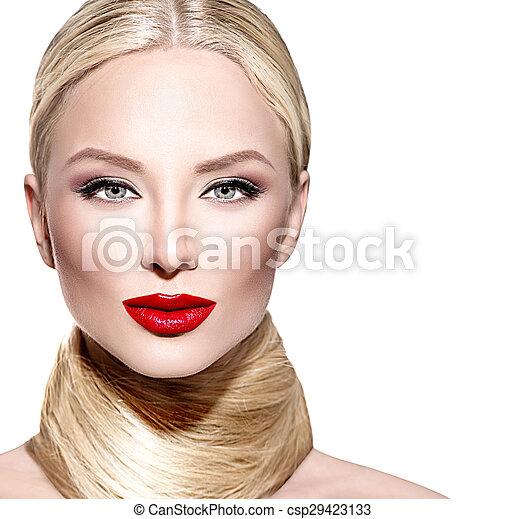 Hermosa mujer glamurosa con cabello rubio largo y rubio - csp29423133