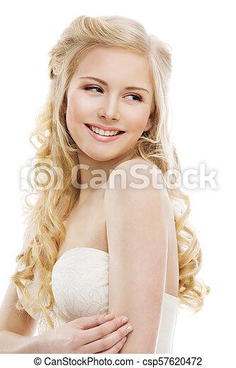 Pelo rubio rizado mujer