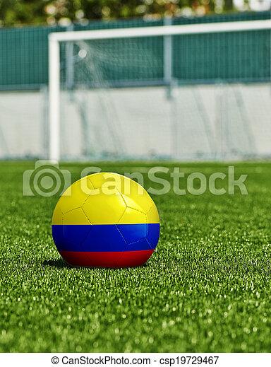 Bola de fútbol con bandera de Columbia en el césped del estadio - csp19729467