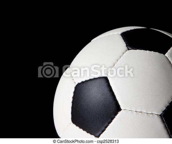 Una pelota de fútbol en un fondo negro - csp2528313