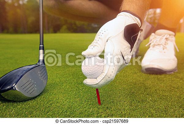pelota, golf, colocación, tee, mano - csp21597689