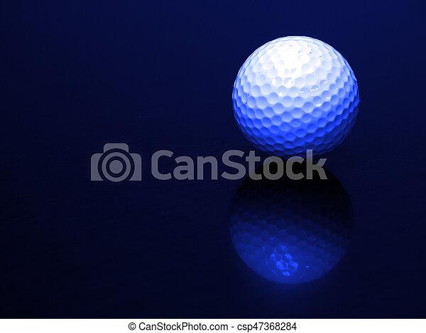 Bola de golf con reflejo - csp47368284