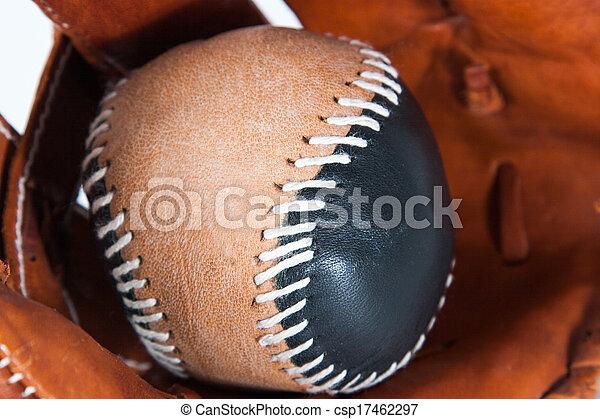 Guante de béisbol con bola - csp17462297