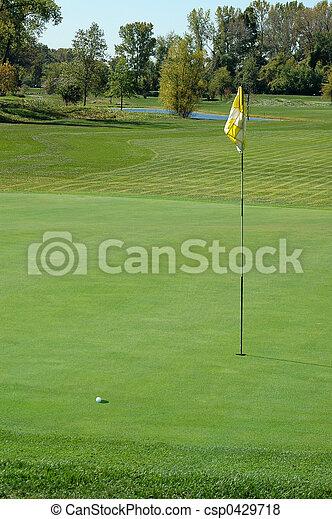 Bola de golf en verde - csp0429718