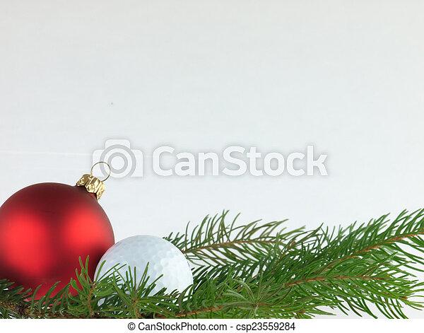 Bolas de Navidad y pelota de golf en un fondo blanco. - csp23559284
