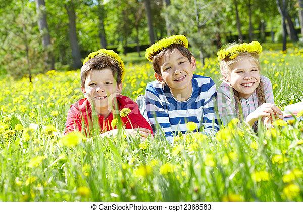 pelouse, enfants - csp12368583