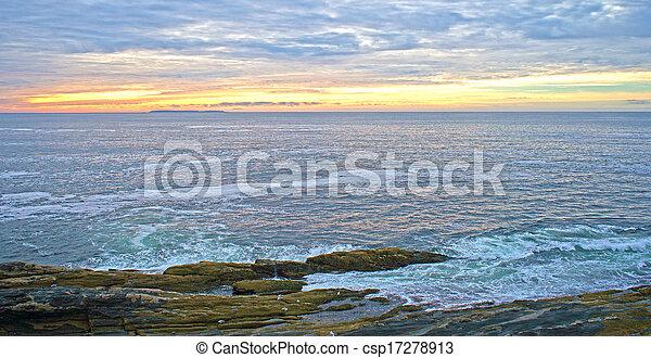 Amanecer en Pemaquid Point Maine - csp17278913