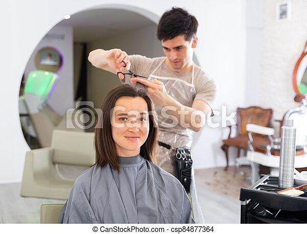 pendant, salon, cheveux, coupures, femme, client, beauté - csp84877364