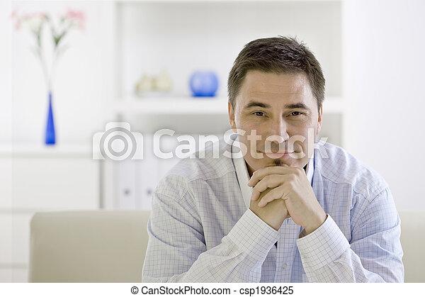 Hombre casual pensando - csp1936425