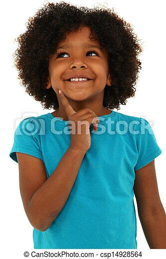 Adorable niña negra pensando en gestos y sonriendo sobre blanco. - csp14928564