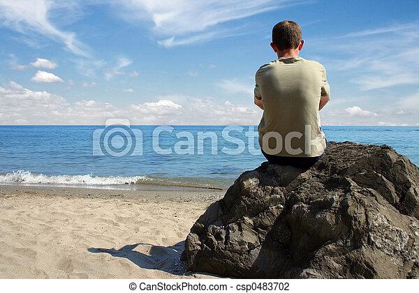 Pensando en la playa - csp0483702