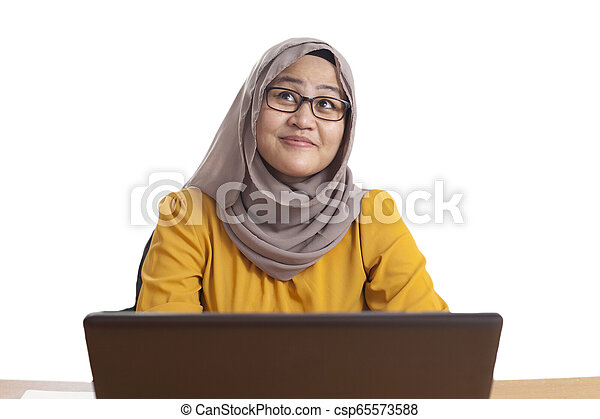 pensare, lavorativo, donna d'affari, gesto, musulmano, ufficio, laptop - csp65573588