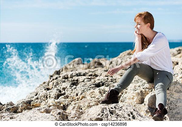 pensativo, mulher, mar, relaxante - csp14236898