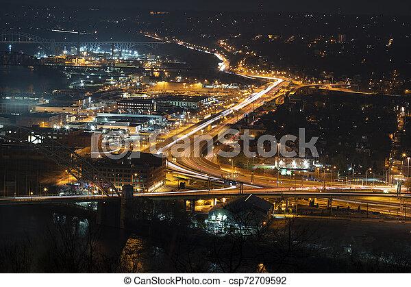 Ciudad de Pittsburgh, tráfico de Pennsylvania - csp72709592