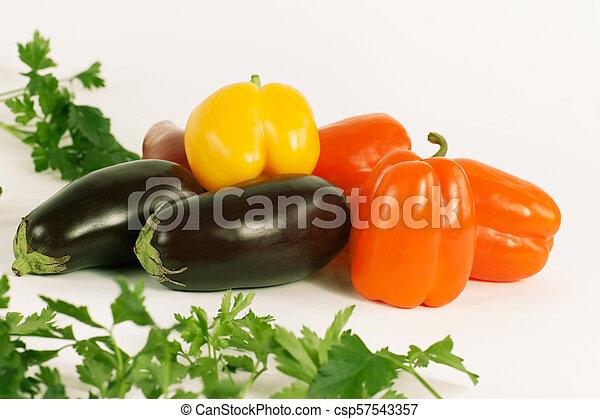pepe, campana, prezzemolo, melanzane, sprigs, fondo., bianco - csp57543357