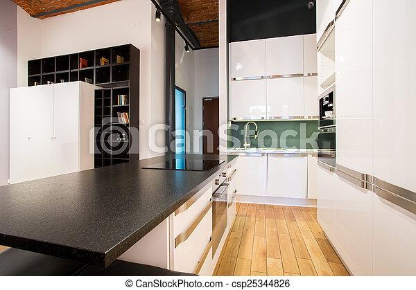 Una pequeña cocina dentro del apartamento - csp25344826