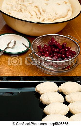 Pastelitos de cereza - csp5808865