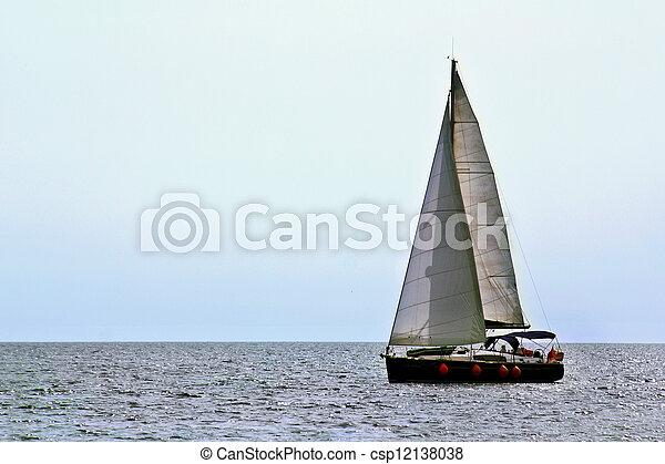 Un yate pequeño - csp12138038