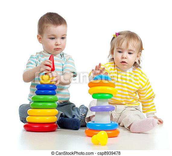 pequeno, cor, duas crianças, brinquedos, tocando - csp8939478
