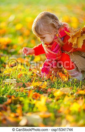 pequeno, parque, menina - csp15341744