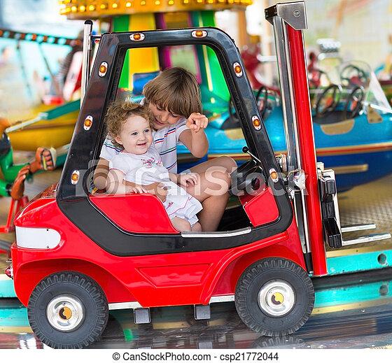 pequeno, passeio, irmã, irmão, p, bebê, desfrutando, divertimento - csp21772044