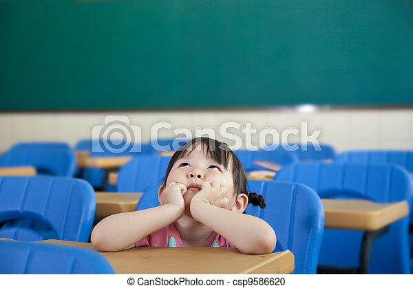 pequeno, sala, pensando, menina asiática, classe - csp9586620